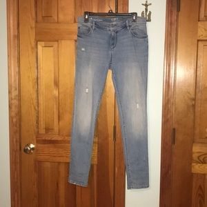 Size 4 blue jeans skinny relaxed fit.